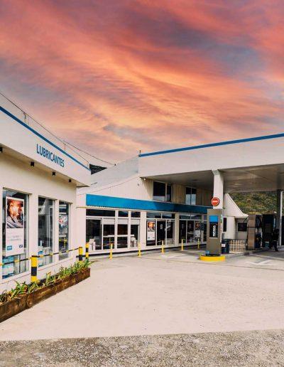 Estación, vista de servicios de Aceite y surtidores