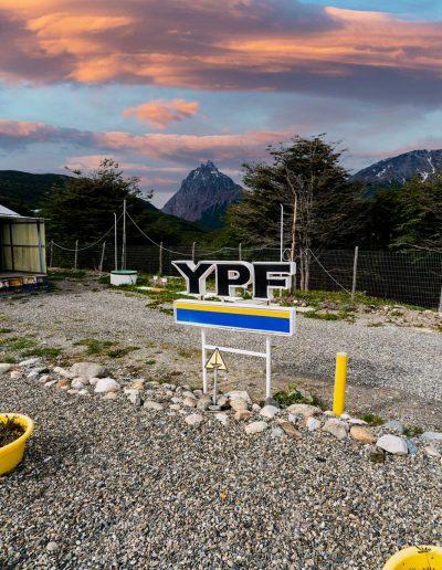 cartel YPF y entorno
